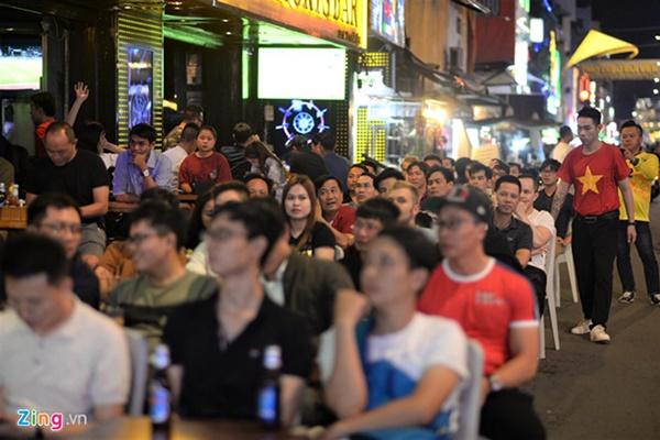 Người hâm mộ Việt Nam thở phào sau khi hòa Thái 0 - 0-31
