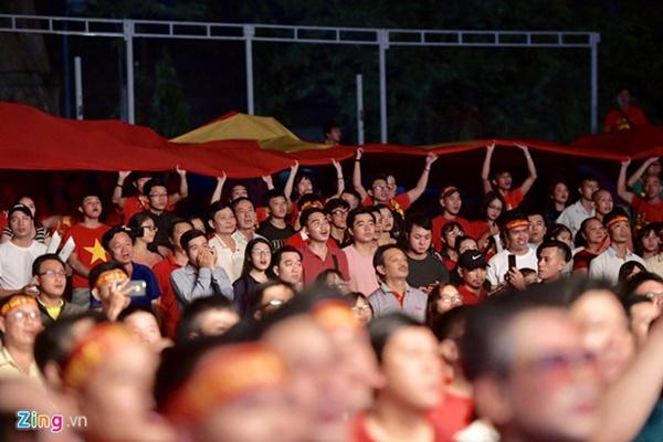 Người hâm mộ Việt Nam thở phào sau khi hòa Thái 0 - 0-33