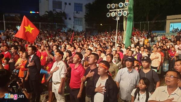 Người hâm mộ Việt Nam thở phào sau khi hòa Thái 0 - 0-34