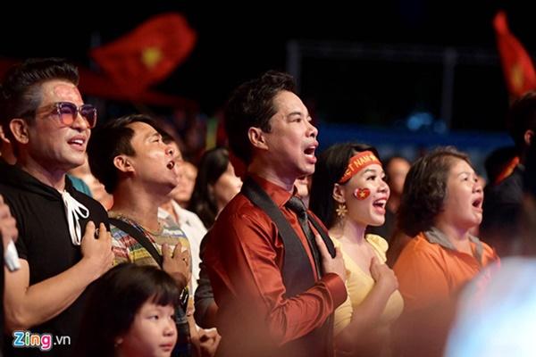 Người hâm mộ Việt Nam thở phào sau khi hòa Thái 0 - 0-35