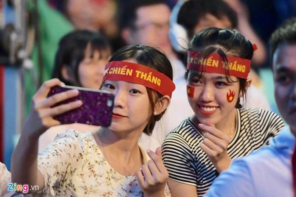 Người hâm mộ Việt Nam thở phào sau khi hòa Thái 0 - 0-38
