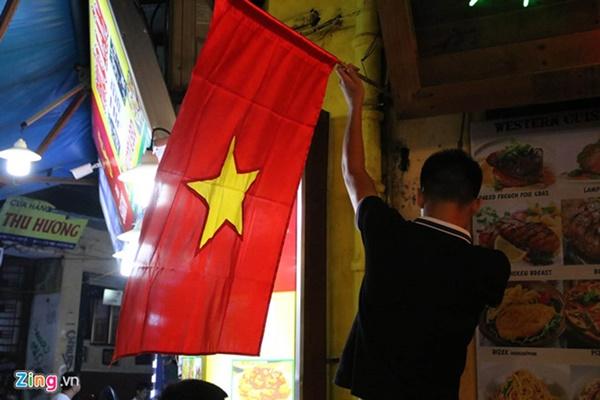 Người hâm mộ Việt Nam thở phào sau khi hòa Thái 0 - 0-42