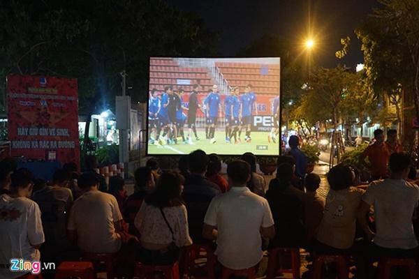 Người hâm mộ Việt Nam thở phào sau khi hòa Thái 0 - 0-44