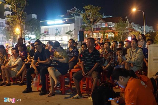 Người hâm mộ Việt Nam thở phào sau khi hòa Thái 0 - 0-45