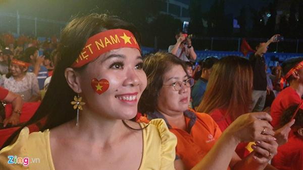 Người hâm mộ Việt Nam thở phào sau khi hòa Thái 0 - 0-49