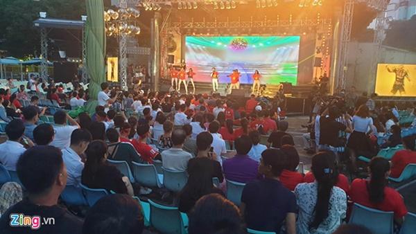 Người hâm mộ Việt Nam thở phào sau khi hòa Thái 0 - 0-50