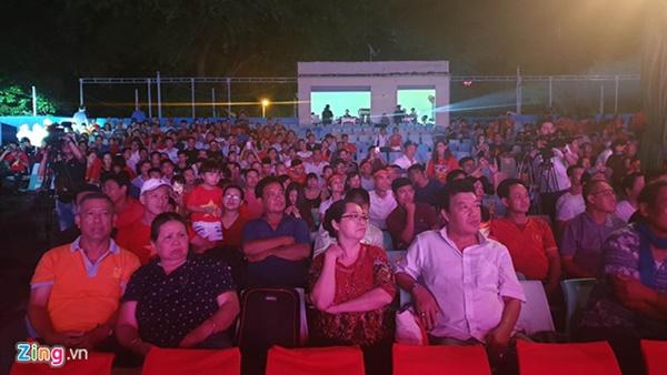 Người hâm mộ Việt Nam thở phào sau khi hòa Thái 0 - 0-51