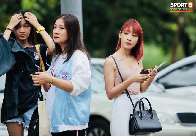 Fan Thái Lan có hành động xấu, giơ ngón tay thối trên khán đài khi nghe đọc tên HLV Park Hang-seo-10