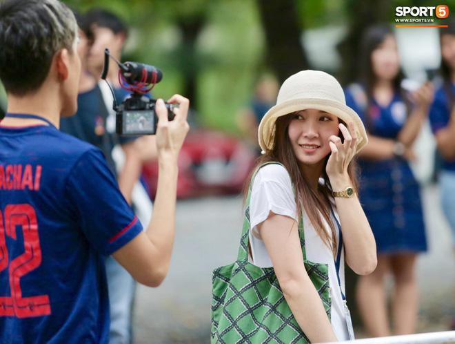 Fan Thái Lan có hành động xấu, giơ ngón tay thối trên khán đài khi nghe đọc tên HLV Park Hang-seo-8