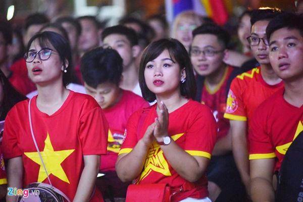 Người hâm mộ Việt Nam thở phào sau khi hòa Thái 0 - 0-12