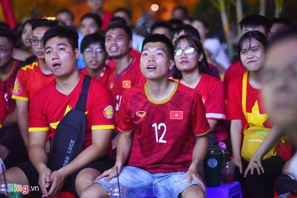 Người hâm mộ Việt Nam thở phào sau khi hòa Thái 0 - 0-13