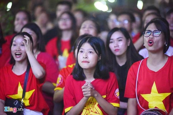 Người hâm mộ Việt Nam thở phào sau khi hòa Thái 0 - 0-14