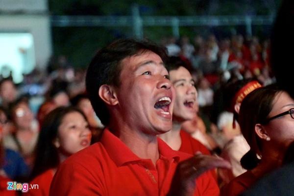 Người hâm mộ Việt Nam thở phào sau khi hòa Thái 0 - 0-15