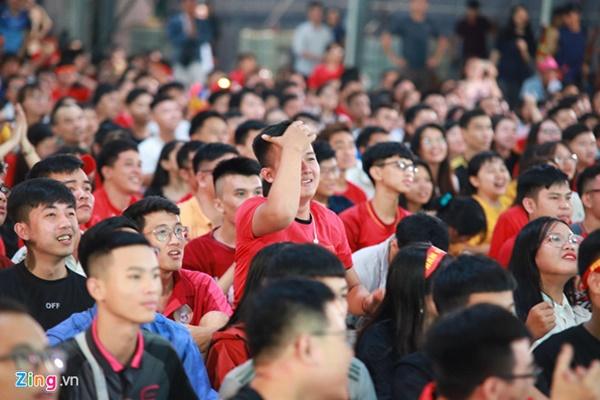 Người hâm mộ Việt Nam thở phào sau khi hòa Thái 0 - 0-10