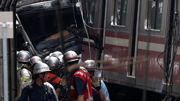 Hiện trường khủng khiếp vụ tàu cao tốc đâm nát xe tải ở Nhật Bản-1