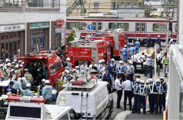Hiện trường khủng khiếp vụ tàu cao tốc đâm nát xe tải ở Nhật Bản-6