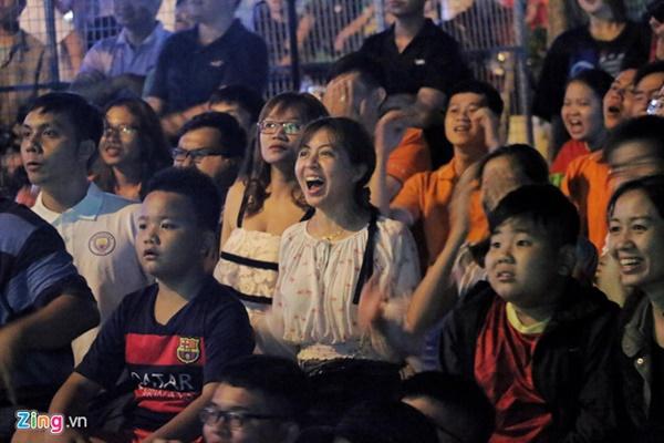 Người hâm mộ Việt Nam thở phào sau khi hòa Thái 0 - 0-6