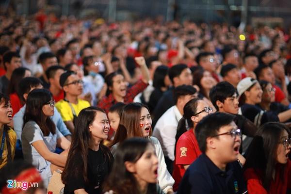 Người hâm mộ Việt Nam thở phào sau khi hòa Thái 0 - 0-7