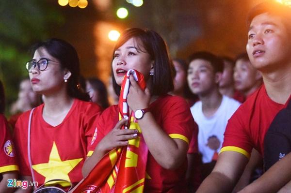 Người hâm mộ Việt Nam thở phào sau khi hòa Thái 0 - 0-8