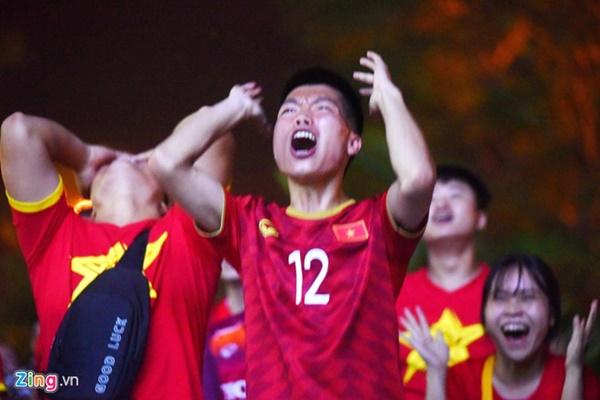Người hâm mộ Việt Nam thở phào sau khi hòa Thái 0 - 0-9