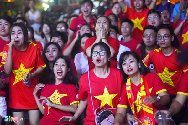 Người hâm mộ Việt Nam thở phào sau khi hòa Thái 0 - 0-2