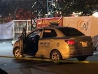 Khách đi taxi dí súng vào đầu tài xế để cướp xe