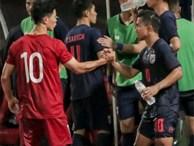 Công Phượng trò chuyện, nắm chặt tay 'Messi Thái Lan' trước những cái nhìn kỳ lạ của đồng đội