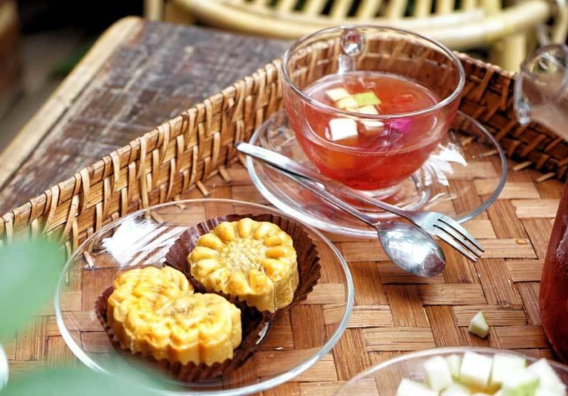 Cafe lạ Hà Nội, bà chủ tự làm 2.000 bánh trung thu tặng khách-3