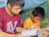 Câu chuyện cảm động về chàng trai mắc bệnh Down, dành 10 năm để học lớp 1 với khát khao được trở thành thầy giáo