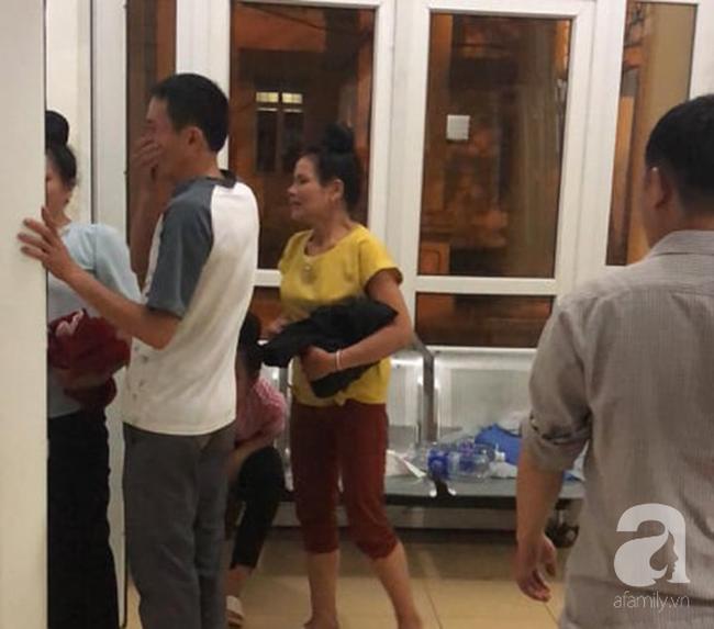 Đám tang đẫm nước mắt của 2 mẹ con sản phụ chết bất thường ở bệnh viện Sơn La: Bé trai 6 tuổi ngơ ngác ngồi bên linh cữu mẹ-2