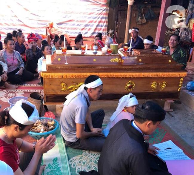 Đám tang đẫm nước mắt của 2 mẹ con sản phụ chết bất thường ở bệnh viện Sơn La: Bé trai 6 tuổi ngơ ngác ngồi bên linh cữu mẹ-4