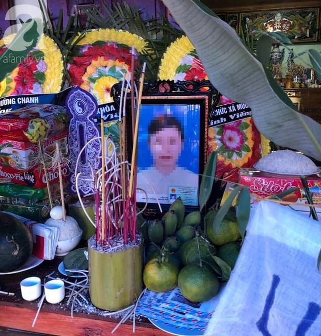Đám tang đẫm nước mắt của 2 mẹ con sản phụ chết bất thường ở bệnh viện Sơn La: Bé trai 6 tuổi ngơ ngác ngồi bên linh cữu mẹ-5