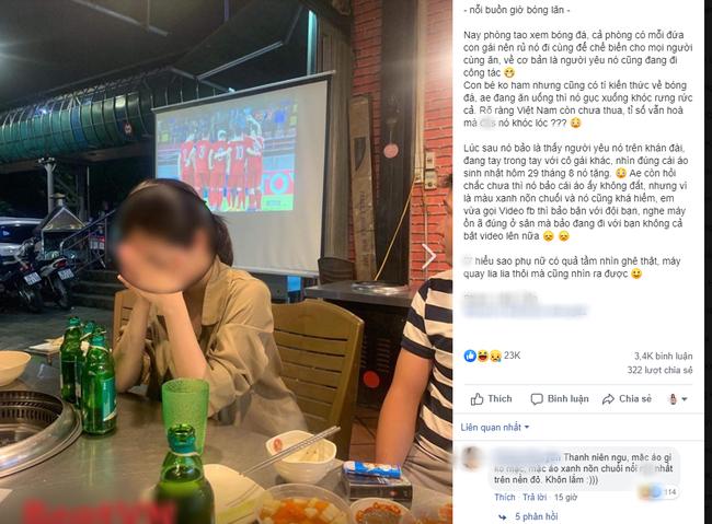 Đang đi ăn ủng hộ U23 VN, cô gái chợt thấy trên tivi chiếu cảnh người yêu đang ở SVĐ làm điều không tưởng đến nỗi bật khóc tại chỗ-1
