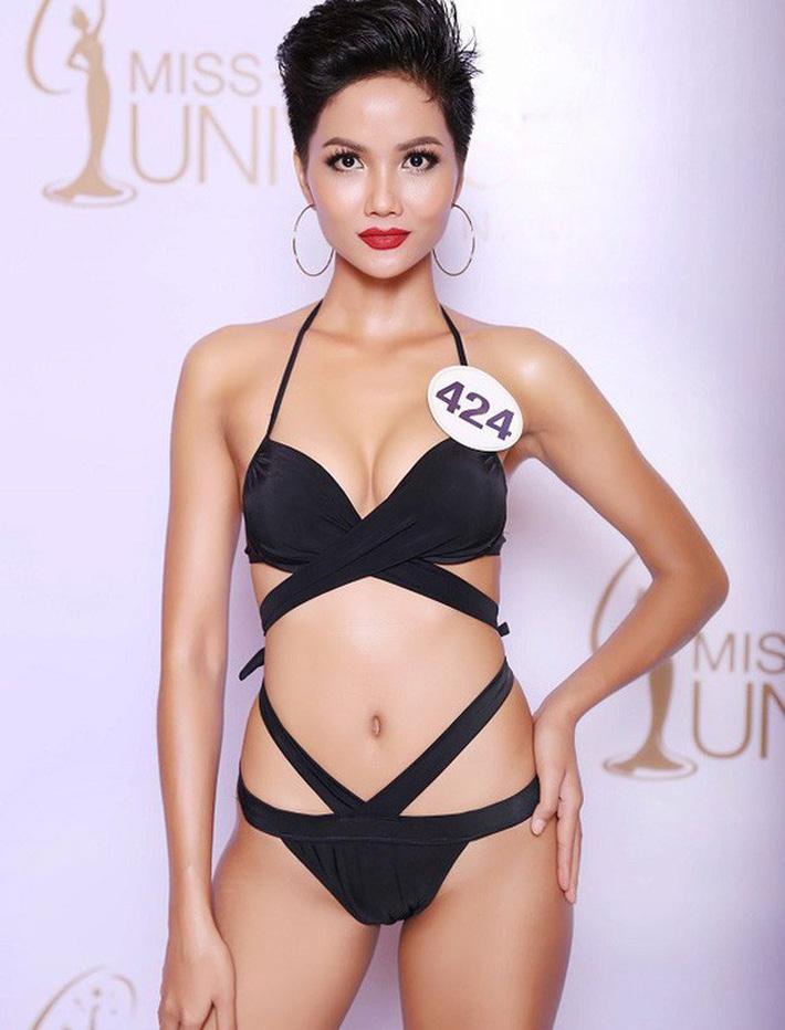 Diện váy xẻ ngực toang hoác, HHen Niê không chỉ khiến dân tình thót tim mà còn để lộ vòng 1 phổng phao bất thường-4