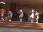 Màn nhảy ngẫu hứng Cô gái mở đường trong buổi học quân sự-1