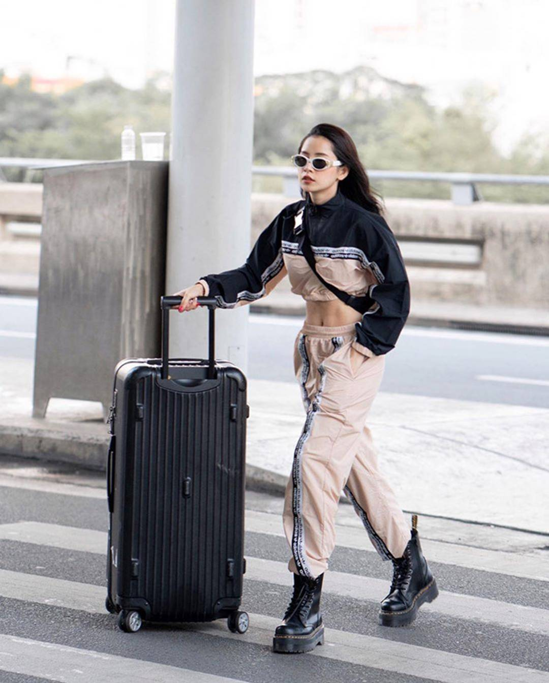 Chán mặc hở vòng một, mỹ nhân Việt chạy theo trend khoe eo, cơ bụng-11