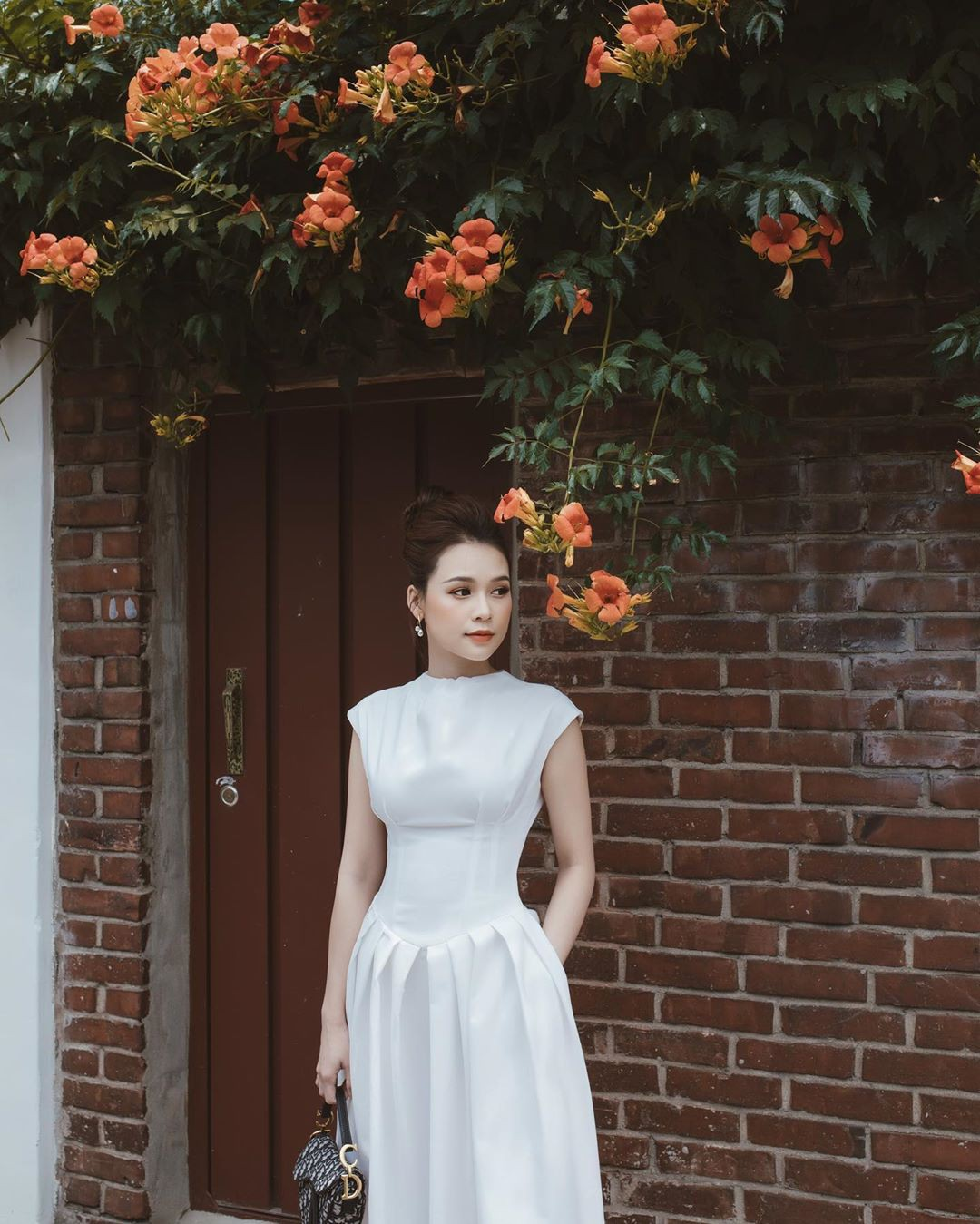 Ngắm Sam yêu kiều và sang chảnh bức người khi diện váy trắng, thế nào chị em cũng muốn sắm ngay vài chiếc-2
