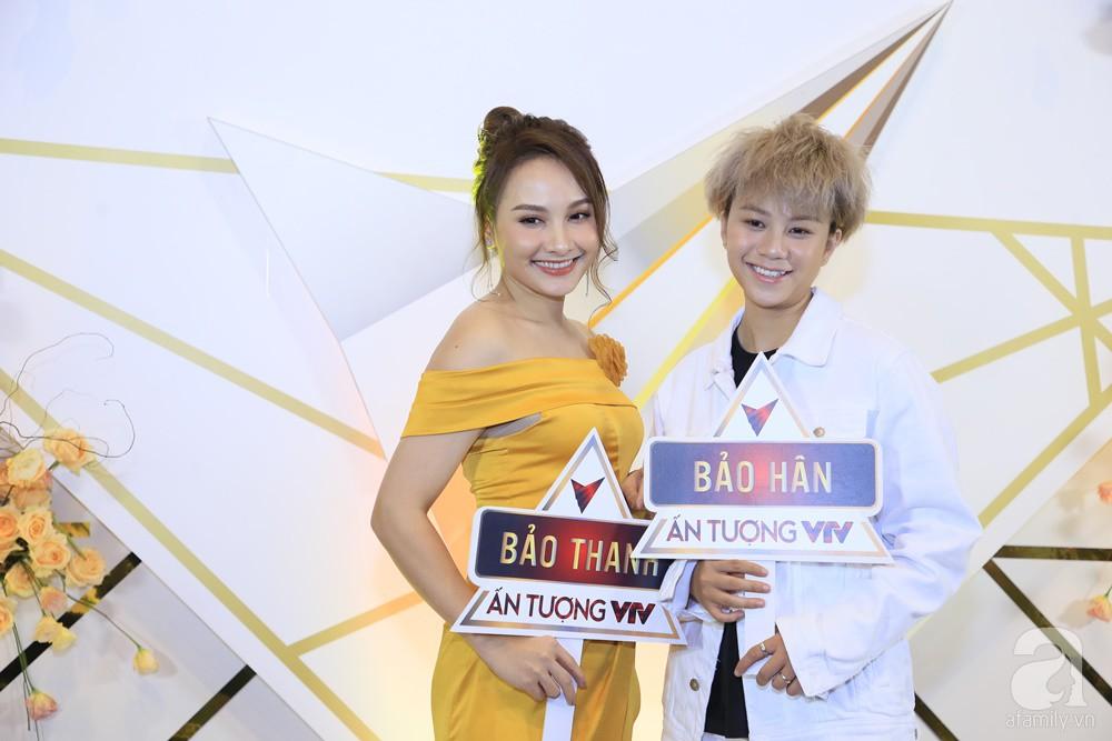 Thảm đỏ VTV Awards 2019: Quốc Trường cực bảnh bao bên Bảo Thanh, bố Sơn Trung Anh lại sánh đôi cùng tiểu tam Quỳnh Nga-2