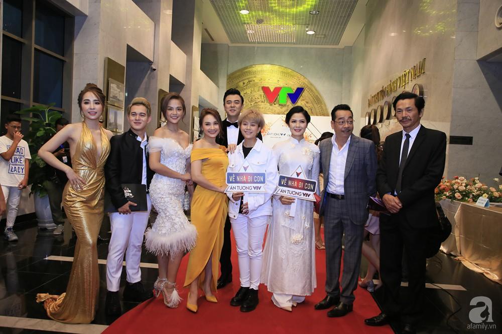 Thảm đỏ VTV Awards 2019: Quốc Trường cực bảnh bao bên Bảo Thanh, bố Sơn Trung Anh lại sánh đôi cùng tiểu tam Quỳnh Nga-15