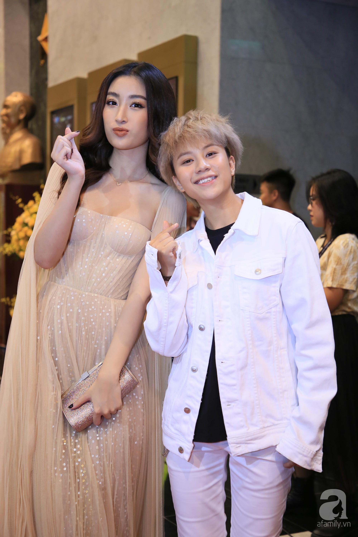 Thảm đỏ VTV Awards 2019: Quốc Trường cực bảnh bao bên Bảo Thanh, bố Sơn Trung Anh lại sánh đôi cùng tiểu tam Quỳnh Nga-20
