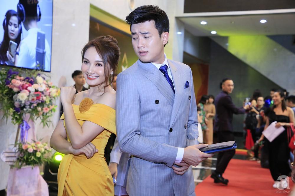 Thảm đỏ VTV Awards 2019: Quốc Trường cực bảnh bao bên Bảo Thanh, bố Sơn Trung Anh lại sánh đôi cùng tiểu tam Quỳnh Nga-6