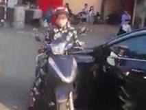 Người phụ nữ thách thức tài xế ôtô khiến cả đoạn đường Hà Nội ùn tắc