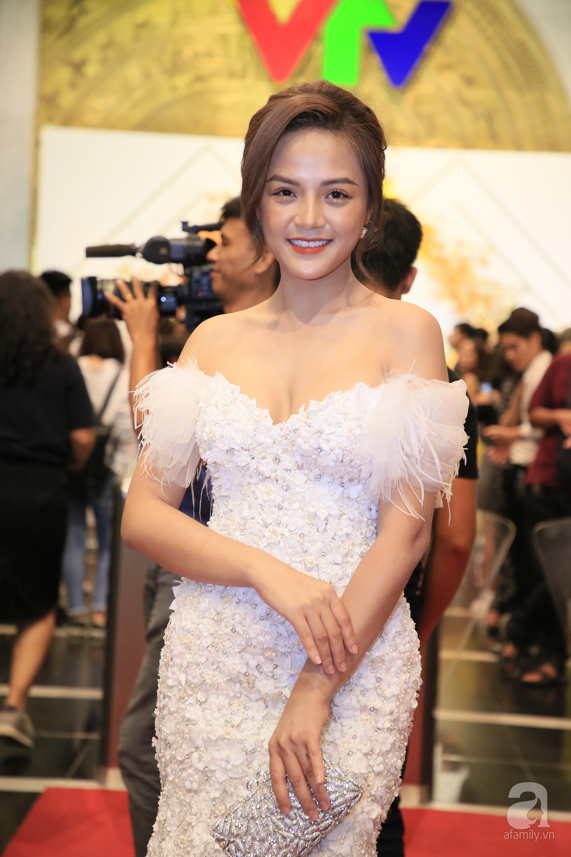 Hết hồn với gương mặt bóng nhẫy, lỗi mốt của loạt mỹ nhân Việt trên thảm đỏ VTV Awards 2019-4