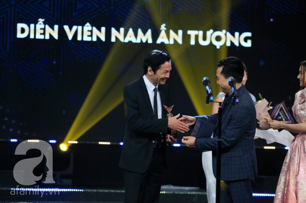 """Bố Sơn - cô Hạnh Về nhà đi con"""" chính thức được tổ chức đám cưới ngay tại VTV Awards 2019-6"""