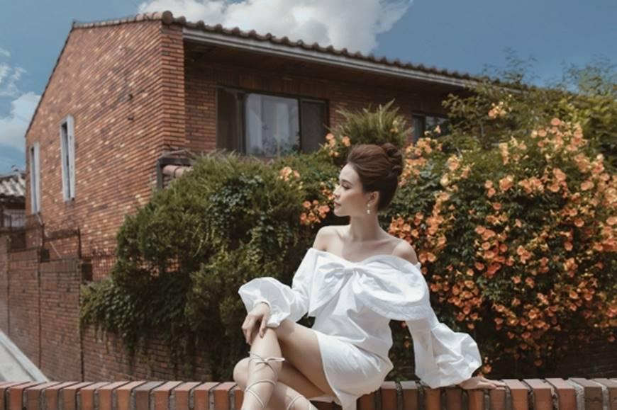 Diện váy trắng yêu kiều và sang chảnh, Sam dạo chơi trên đường phố Hàn Quốc khiến ai cũng ngoái nhìn-7