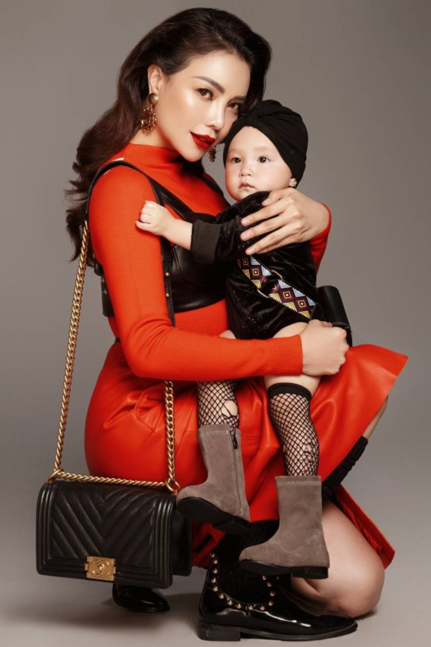 Trà Ngọc Hằng tung bộ ảnh cùng con gái 1 tuổi xứng danh mẹ con thời trang của showbiz-10