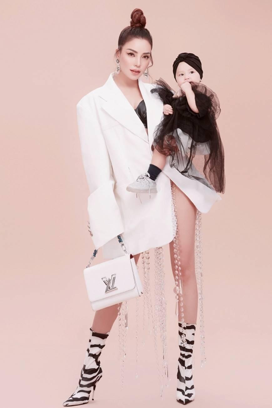 Trà Ngọc Hằng tung bộ ảnh cùng con gái 1 tuổi xứng danh mẹ con thời trang của showbiz-3