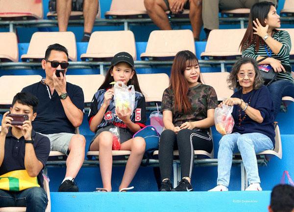 Yến Xuân khiến fan ngỡ ngàng với dòng story mới nhất: Hóa ra ngoài bóng đá, chị còn theo dõi môn thể thao này-2