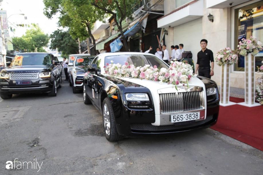 HOT: Toàn cảnh lễ đưa dâu toàn siêu xe hơn 100 tỷ của con gái đại gia Minh Nhựa, quà cưới toàn vàng, kim cương đeo đỏ tay-1