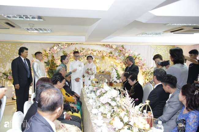 HOT: Toàn cảnh lễ đưa dâu toàn siêu xe hơn 100 tỷ của con gái đại gia Minh Nhựa, quà cưới toàn vàng, kim cương đeo đỏ tay-10